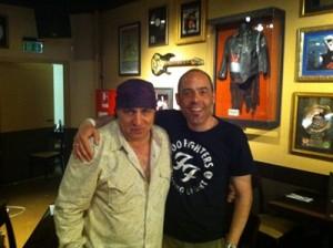 Herr Kröll mit Steven Van Zandt im Kölner Hard Rock Cafe